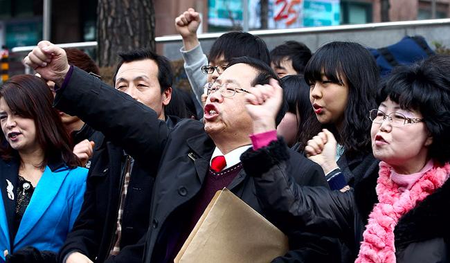Korea bee farmer protests for korea-japan island row takeshima