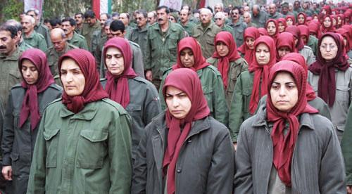 چهره ها و نگاههای یاس آلود ساکنین کمپ لیبرتی ناشی از سالها فشار و سرکوب سیستماتیک از سوی سران مجاهدین است