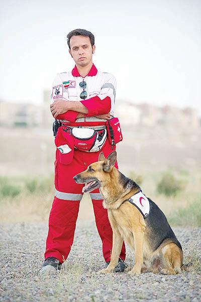 25531 944 سگی که جان زلزله زدگان را نجات داد +تصاویر