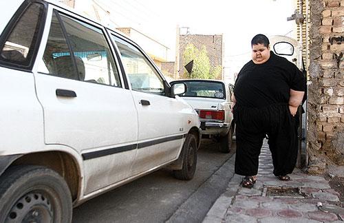 40713 874 اهدا لباس علی دایی به چاق ترین پسر ایرانی/عکس