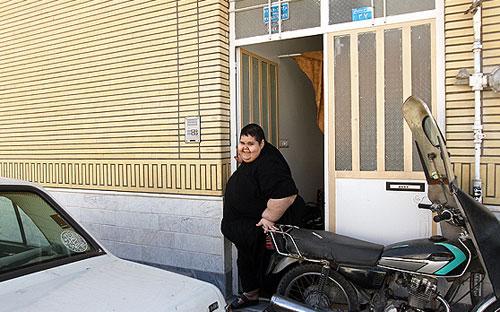 40714 327 اهدا لباس علی دایی به چاق ترین پسر ایرانی/عکس