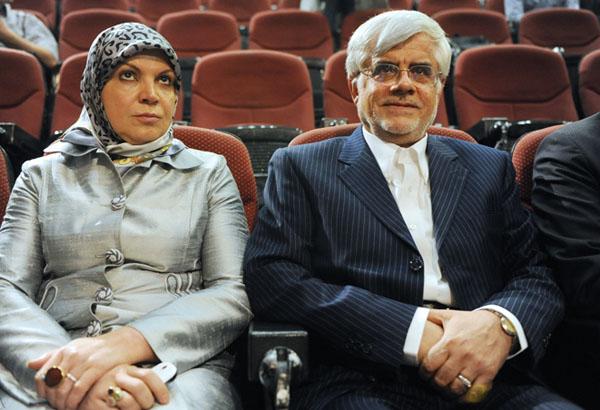 64214 726 - (تصاویر) عارف و همسرش در نشست خبری