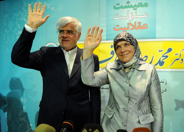 64215 170 - (تصاویر) عارف و همسرش در نشست خبری