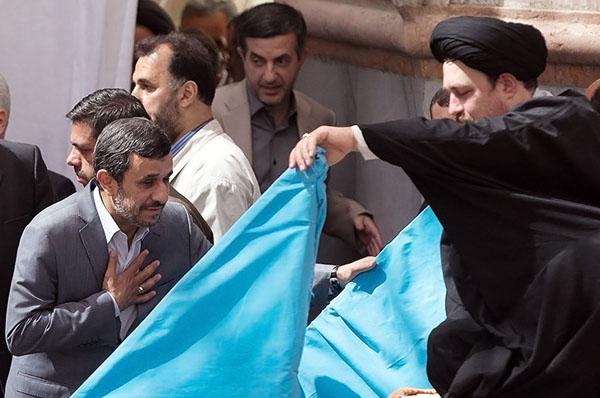 عکس/ حضور مشایی در مراسم ارتحال امام