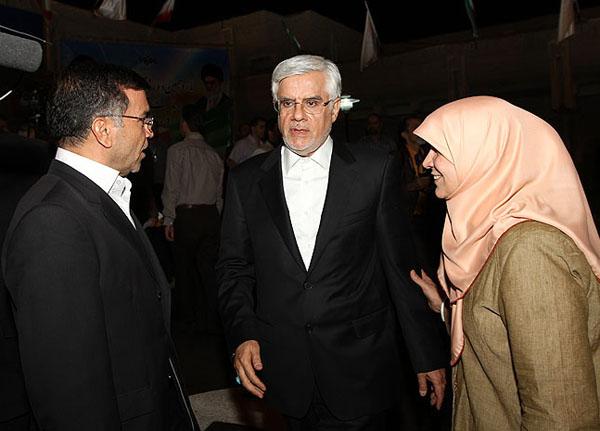 همسر عارف در مناظره سوم انتخاباتی /عکس