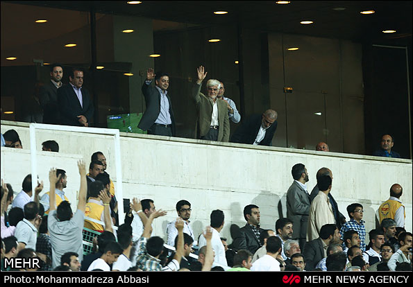 تصویر: محمدرضا عارف در استادیوم آزادی