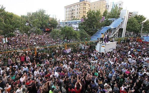 70131 594  (تصاویر) حسن روحانی در مشهد
