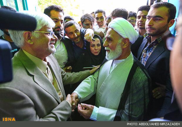 70298 704  (تصاویر) عارف در حسینیه ارشاد رای داد