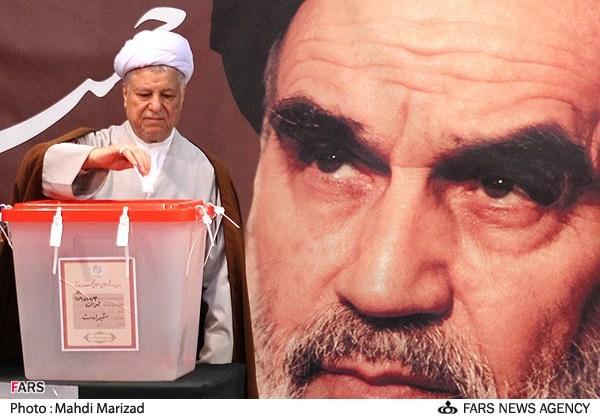 70312 702  (تصاویر) هاشمی و همسرش پای صندوق رای