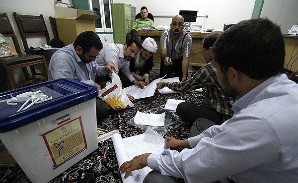 70670 857  (تصاویر) شمارش آراء انتخابات ریاست جمهوری