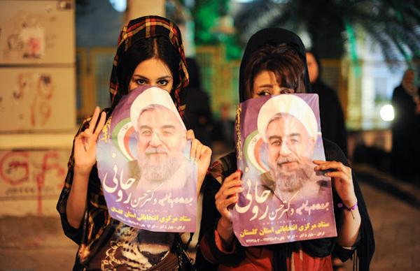 70897 184 - عکس: شادی مردم تهران پس از پیروزی روحانی