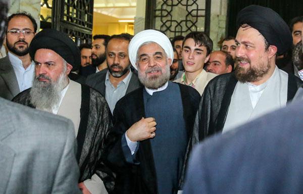 71033 401  (تصاویر) حسن روحانی در مرقد امام (ره)