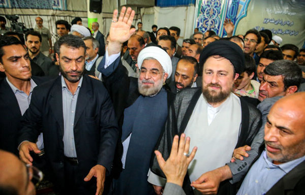71034 811  (تصاویر) حسن روحانی در مرقد امام (ره)