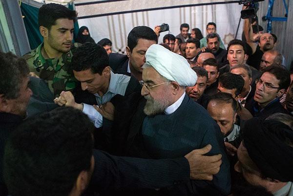 71038 162  (تصاویر) حسن روحانی در مرقد امام (ره)