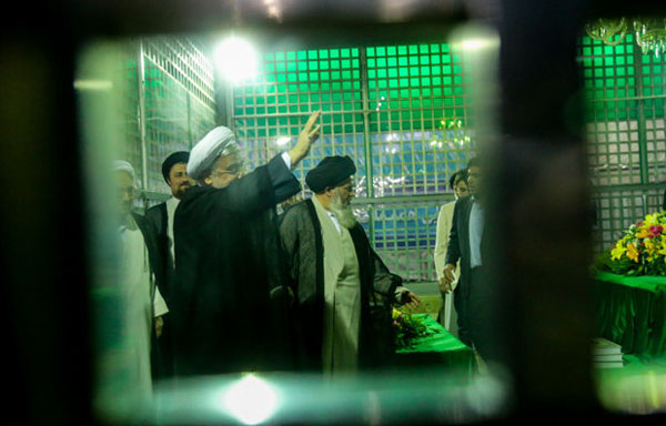 71040 412  (تصاویر) حسن روحانی در مرقد امام (ره)