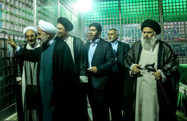 71041 142  (تصاویر) حسن روحانی در مرقد امام (ره)