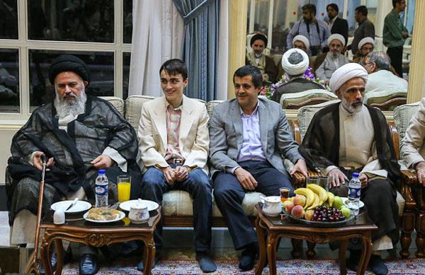 71044 677  (تصاویر) حسن روحانی در مرقد امام (ره)