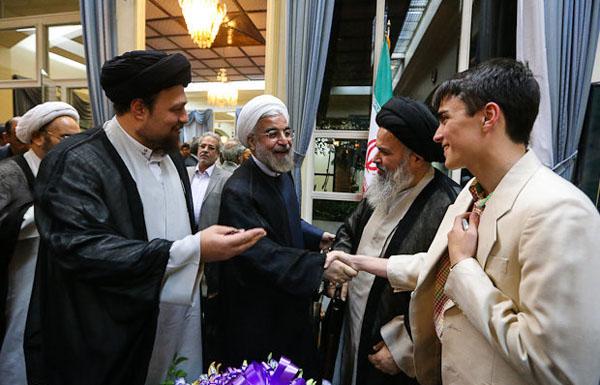 71045 259  (تصاویر) حسن روحانی در مرقد امام (ره)