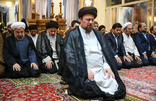 71049 983  (تصاویر) حسن روحانی در مرقد امام (ره)