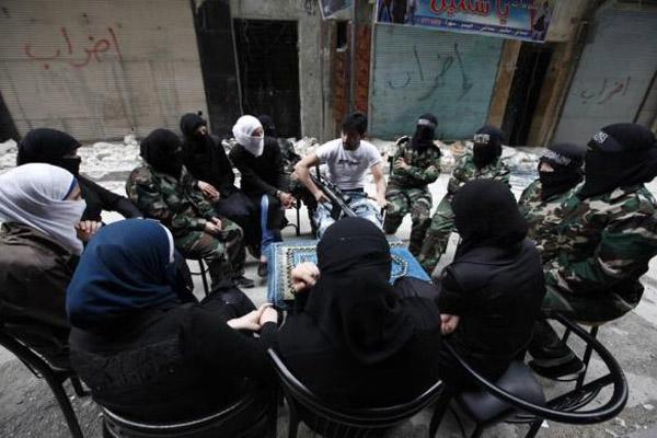 تصاویر دختران تروریست جنگجوی -عایشه- در سوریه