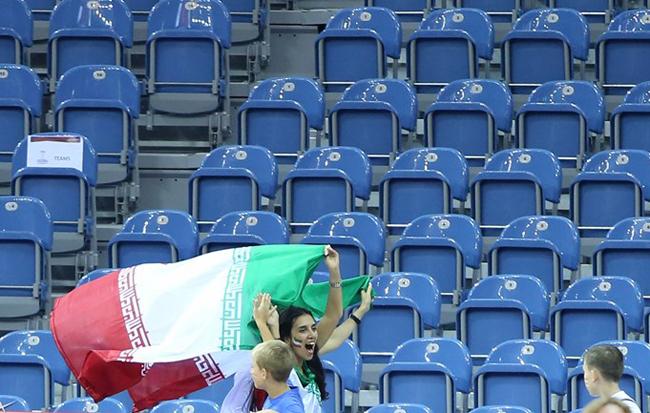 عکس هواداران ایرانی تماشاگران والیبال تماشاگران زن والیبال تماشاگران ایرانی والیبال تماشاگران آمریکا