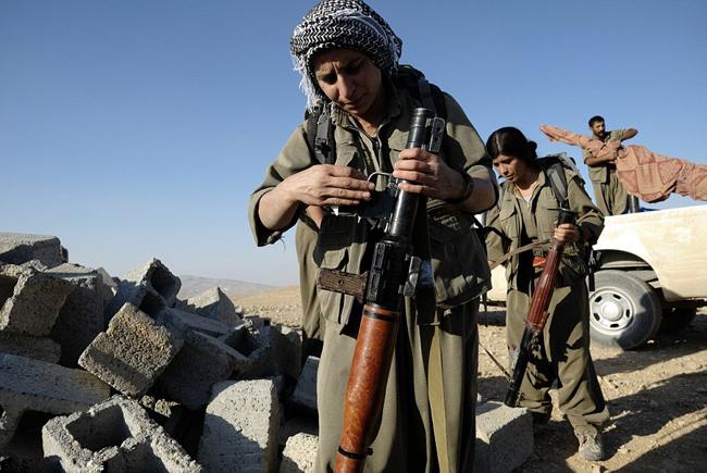 162733 925 زنان کُرد اربیل آماده نبرد با داعش (تصاویر)