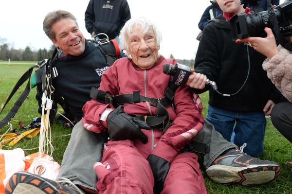 عکس های جالب و زیبا پیر زن باردار اخبار جالب