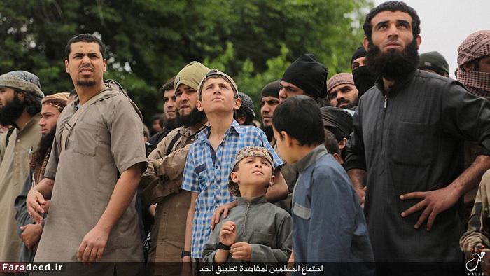 (تصاویر) اعدام متهمِ همجنسگرایی توسط داعش
