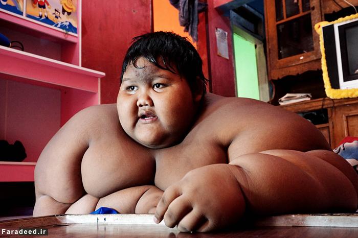(تصاویر) مرگ در کمین چاقترین پسر جهان