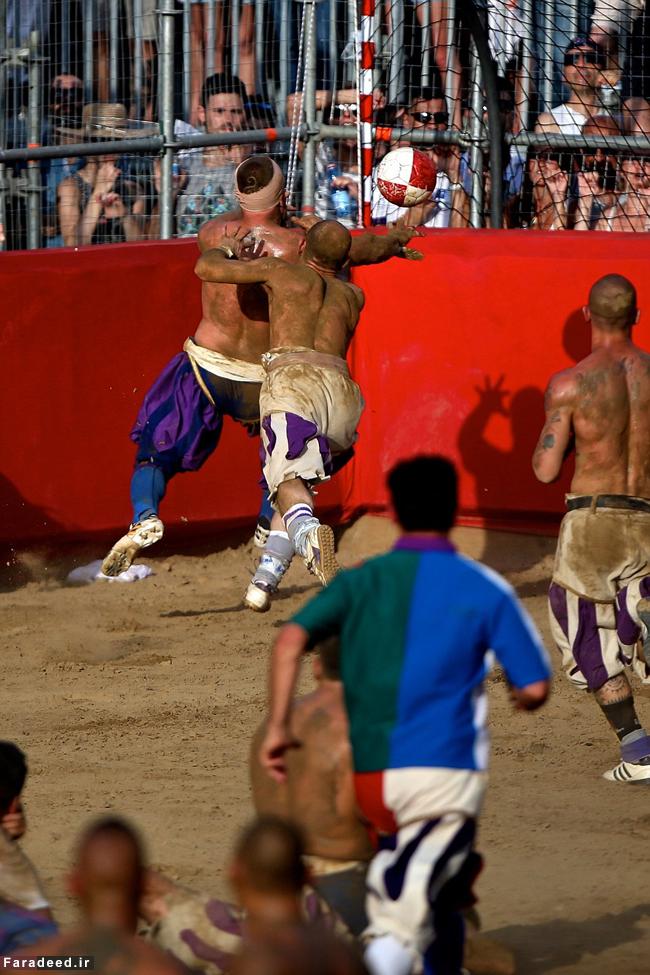 (تصاویر) خشن ترین فوتبال جهان