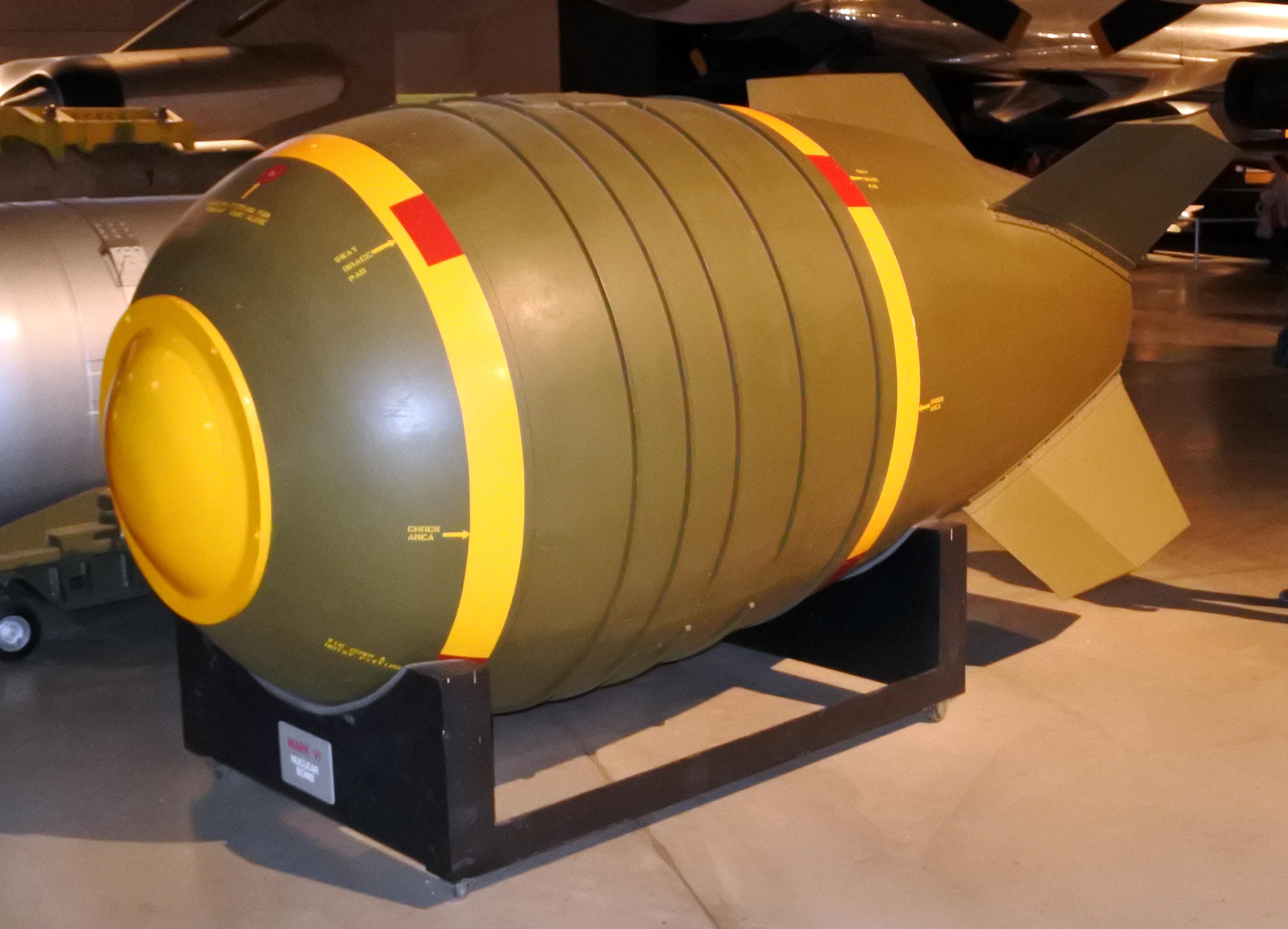 روزنامه روسی: بمب هستهای میتواند نجاتبخش ایران باشد