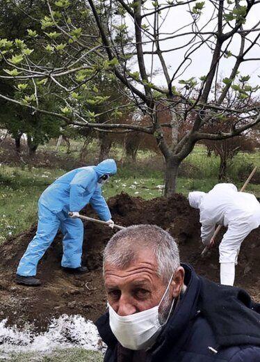 (عکس) قبر یک فوت شده بر اثر کرونا از فاصله نزدیک