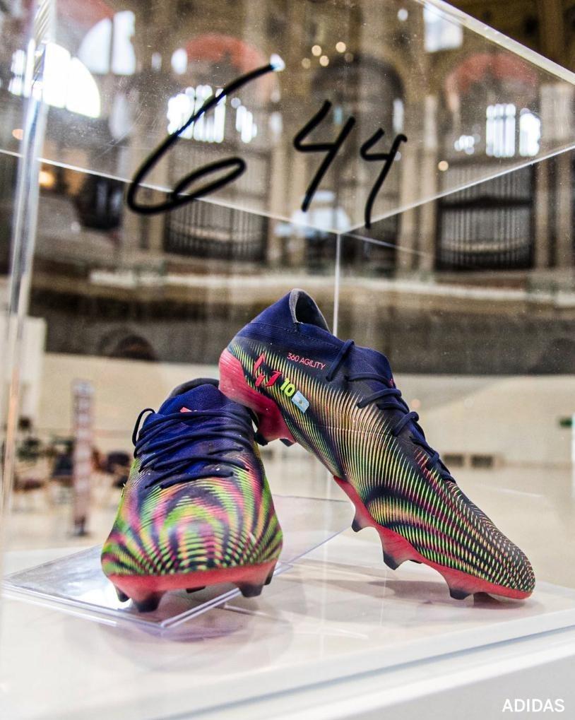 (عکس) کار جالب مسی با کفشهایش