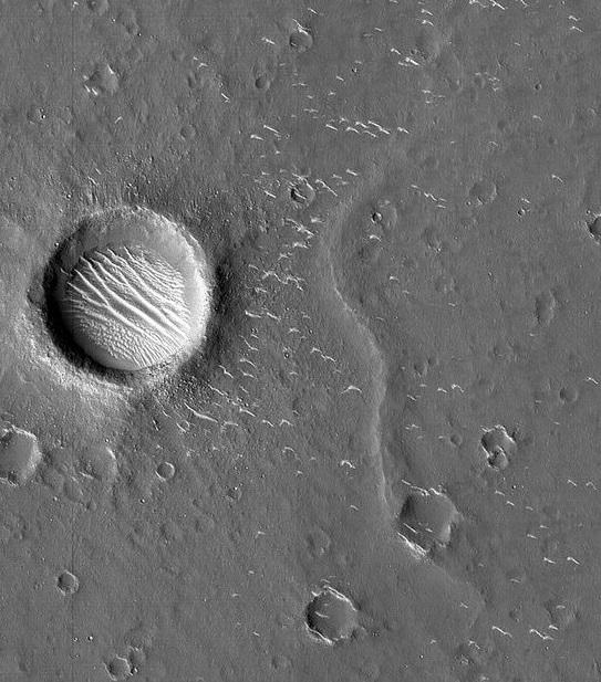 882155 281 - اولین تصاویر کاوشگر چینی از مریخ منتشر شد