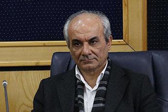 احمدی نژاد با گقتن