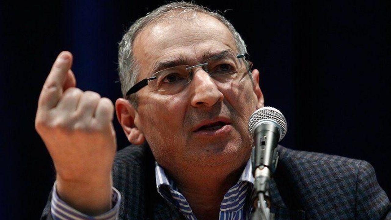 صادق زیباکلام: احمدی نژاد ۱۰۰ برای ۱۴۰۰ میآید/ تندروها برای تائید صلاحیت او شورای نگهبان را تحت فشار میگذرانند