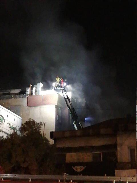 (فیلم و عکس) آتش سوزی گسترده در کلینیک درمانی