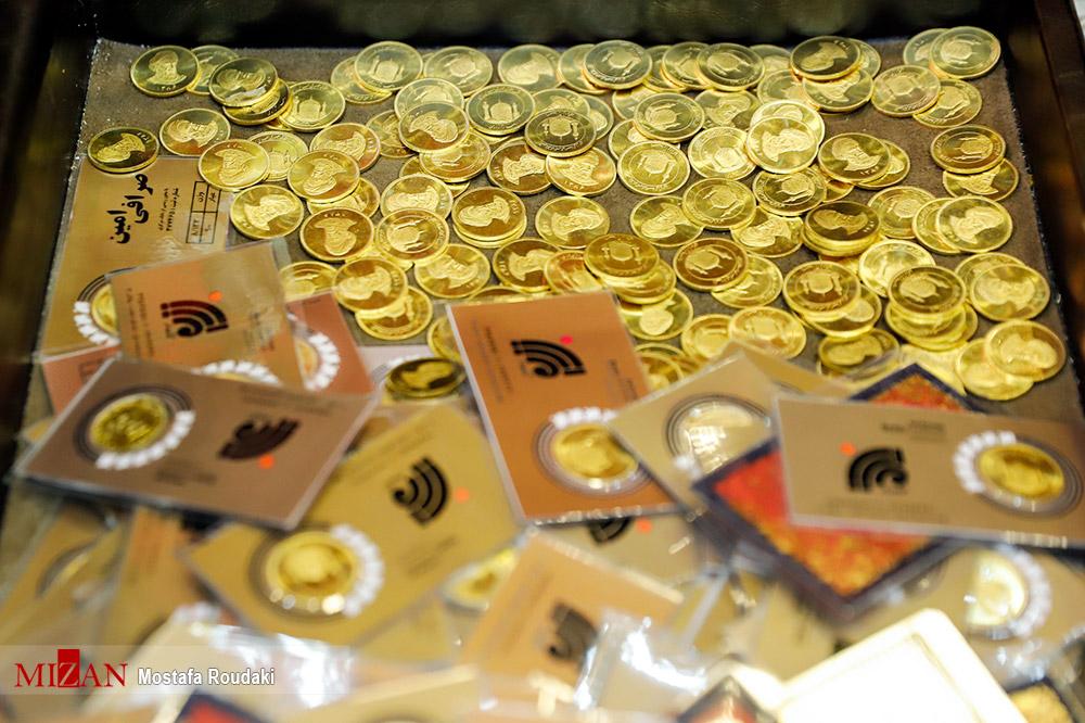 رونمایی از کیف حاوی ۴۰۰ سکه طلا متعلق به صرافی پسرعموی مدیرعامل هفت تپه