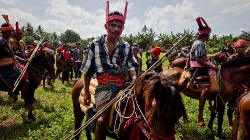 (تصاویر) جزیرهای که در آن زنان را برای ازدواج میدزدند!