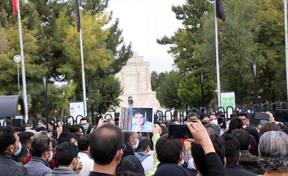 مراسم اقامه نماز بر پیکر استاد محمدرضا شجریان انجام شد