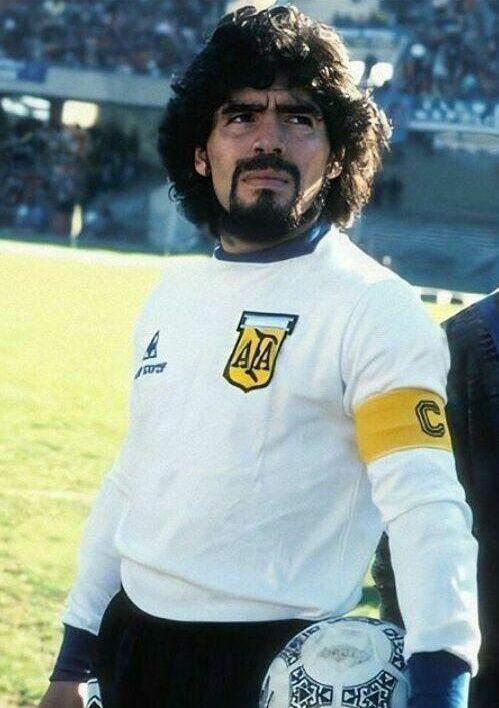(عکس) دیگو مارادونا به شکلی که کمتر دیده بودید