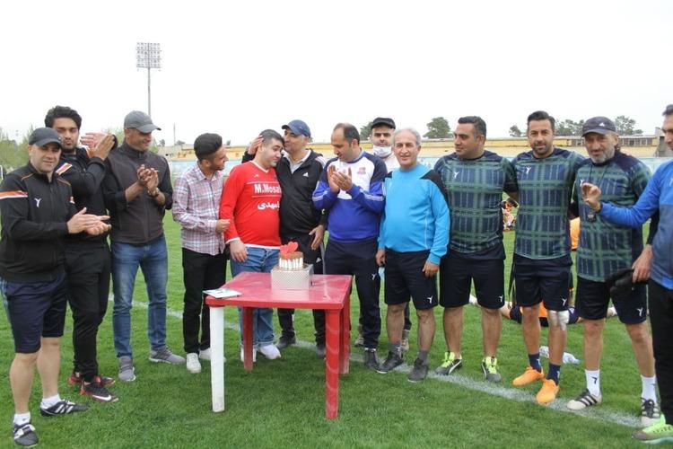 (عکس) جشن تولد هوادار معروف نساجی توسط بازیکنان