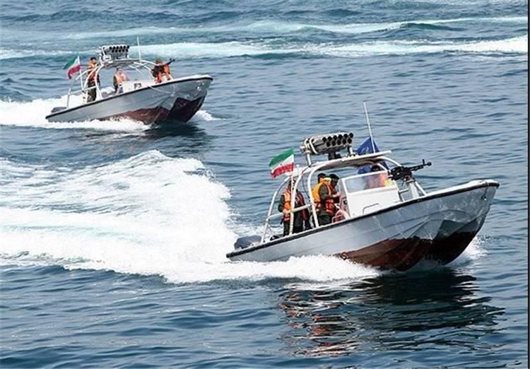 شلیک هشدار ناوهای آمریکایی به سوی قایقهای تندرو ایران