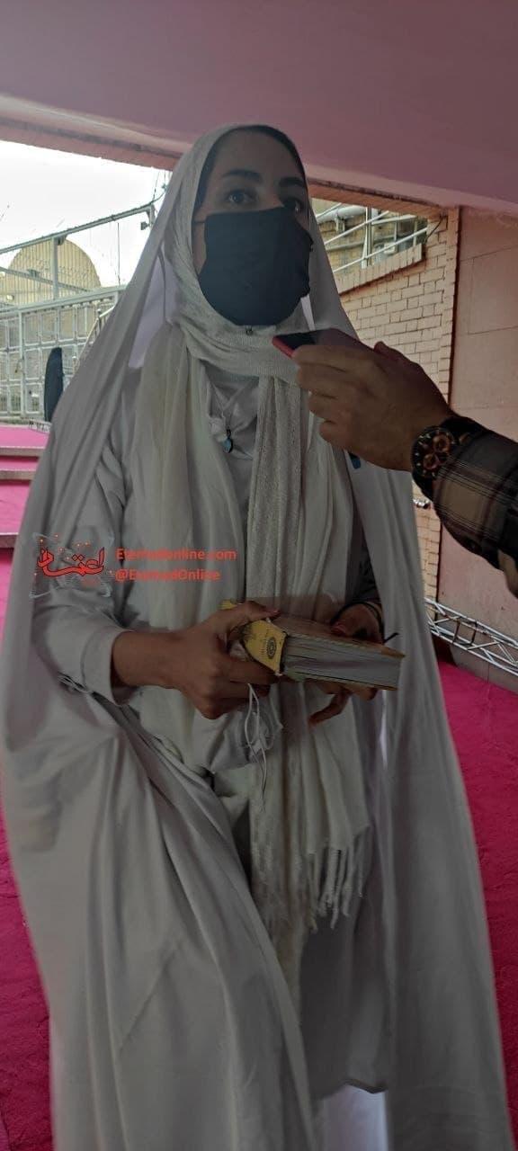 (تصویر) دختر سفیدپوش همراه احمدینژاد که بود؟