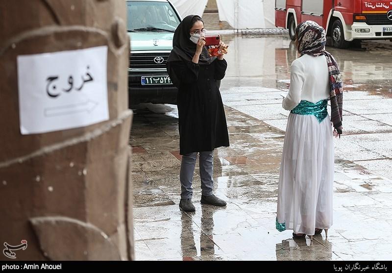 (تصویر) ثبتنام دو دختر جوان در انتخابات