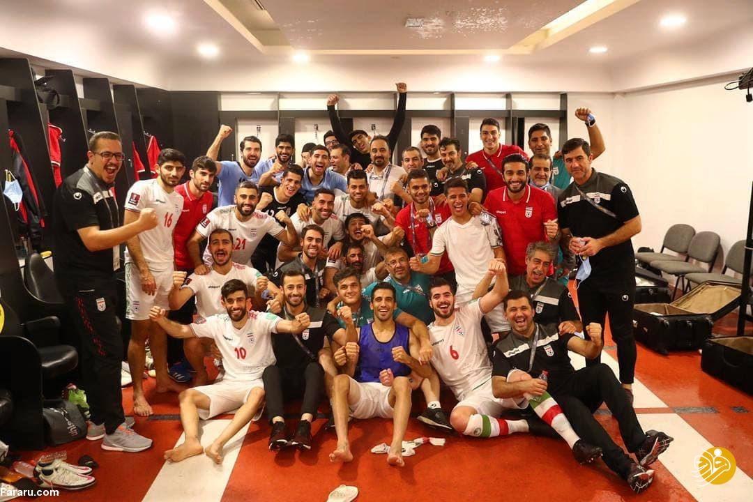 (عکس) جشن پیروزی بازیکنان تیم ملی در رختکن