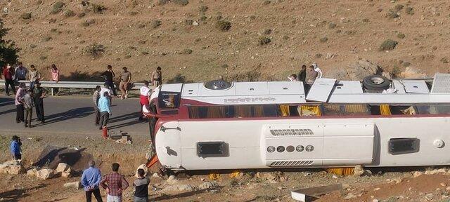 (تصاویر) واژگونی اتوبوس خبرنگاران در آذربایجان غربی؛ مهشاد کریمی و ریحانه یاسینی فوت شدند