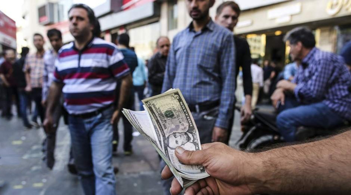 علی قنبری: احتمالا قیمت دلار به ۴۰ هزار تومان میرسد
