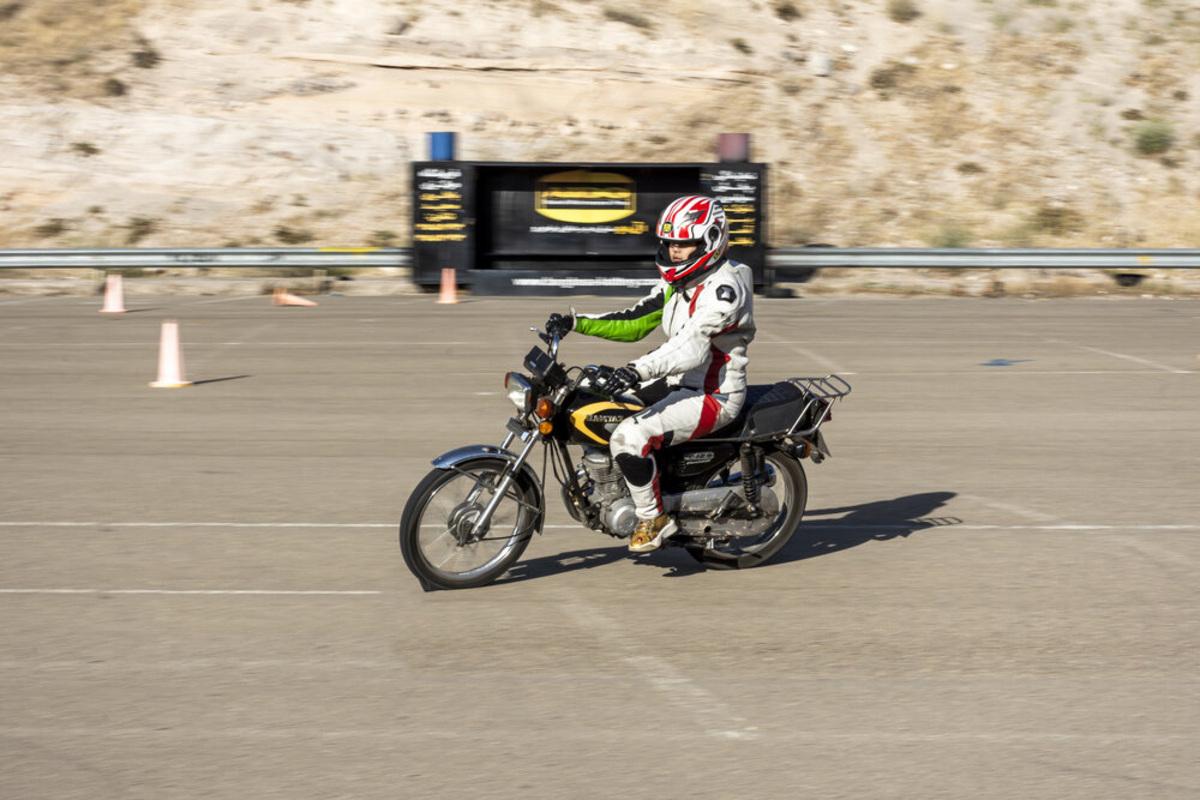 منع قانونی صدور گواهینامه موتورسواری برای زنان