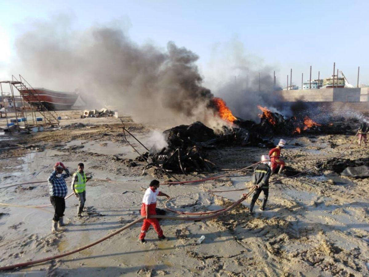 لنج میدان دفاعمقدس بندرعباس در آتش سوخت
